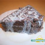 Шоколадный торт со сметанным кремом.
