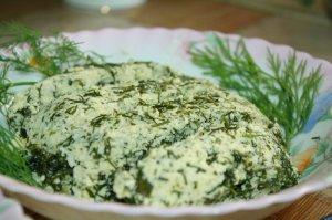 Домашний сыр с укропом.