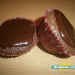 Шоколадные кексы с глазурью.